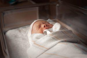 billede af baby der græder